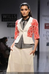 Kanishtha-Dhankar-displays-a-creation-by-designer-Rahul-Mishra-on-Day-3-of-Wills-Lifestyle-India-Fashion-Week-in-New-Delhi-on-October-08-2012
